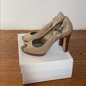 Banana republic Lalita pump